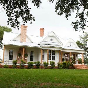 Fixer-Upper-Farmhouse